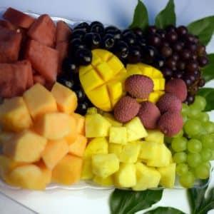 מגשי פירות העונה -נוי קייטרינג